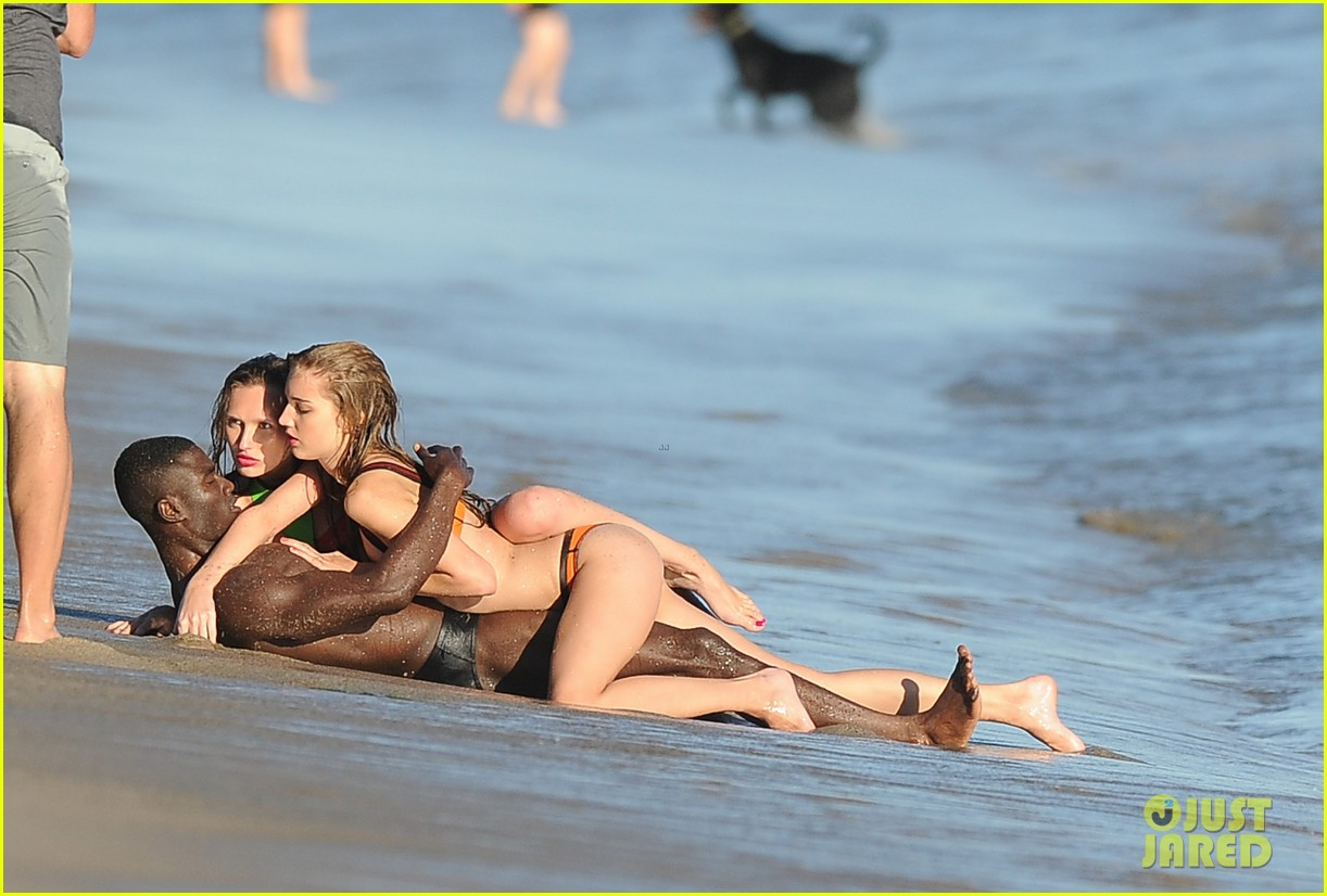 heidi klum films commercial at beach lets models get undressed instead 043001030