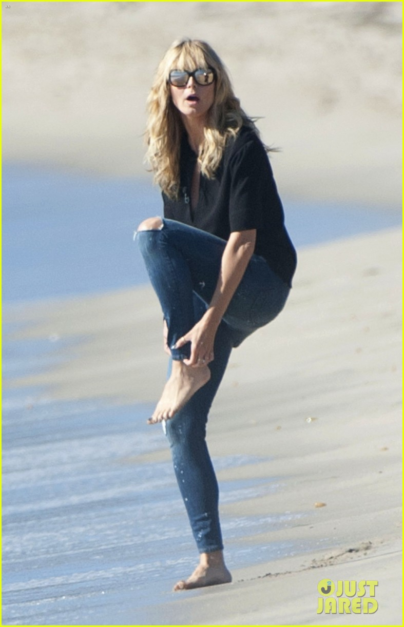 heidi klum films commercial at beach lets models get undressed instead 103001036