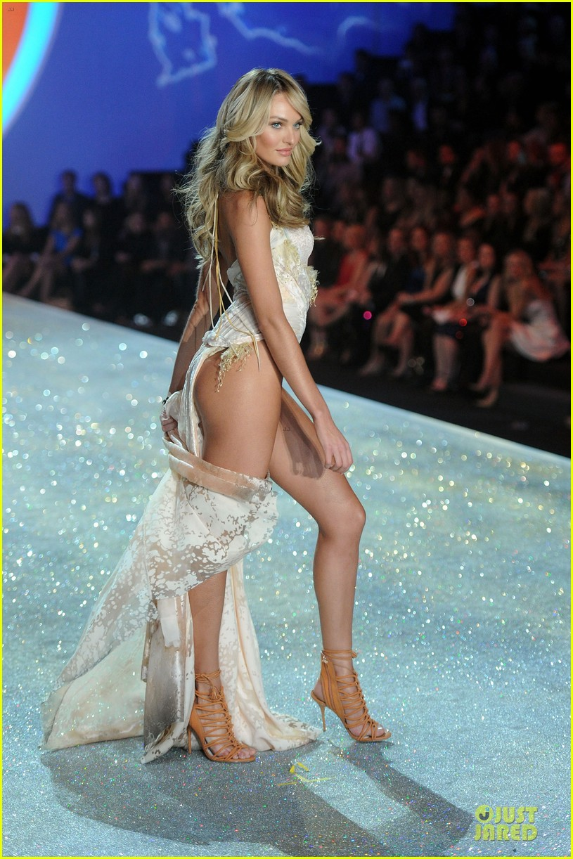 08b16138a1 Doutzen Kroes   Candice Swanepoel - Victoria s Secret Fashion Show 2013
