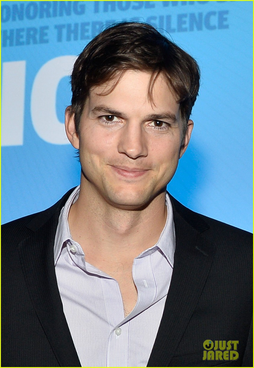 ashton kutcher speaks at human rights watch dinner 01