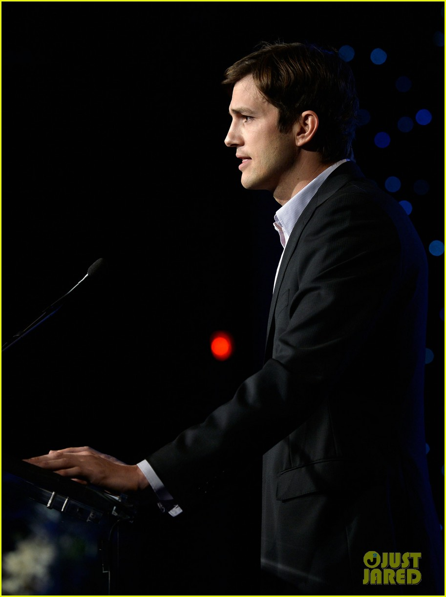 ashton kutcher speaks at human rights watch dinner 032991421