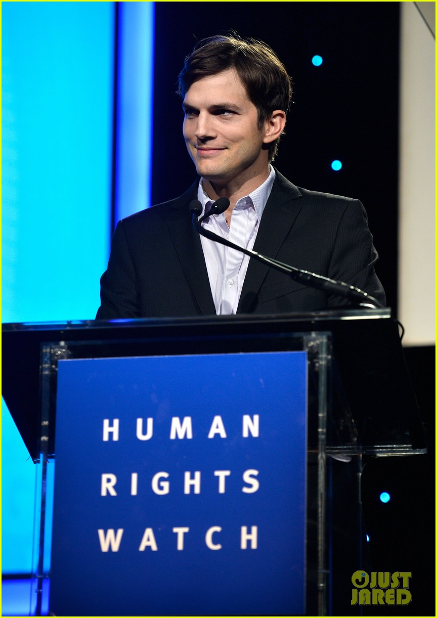 ashton kutcher speaks at human rights watch dinner 10