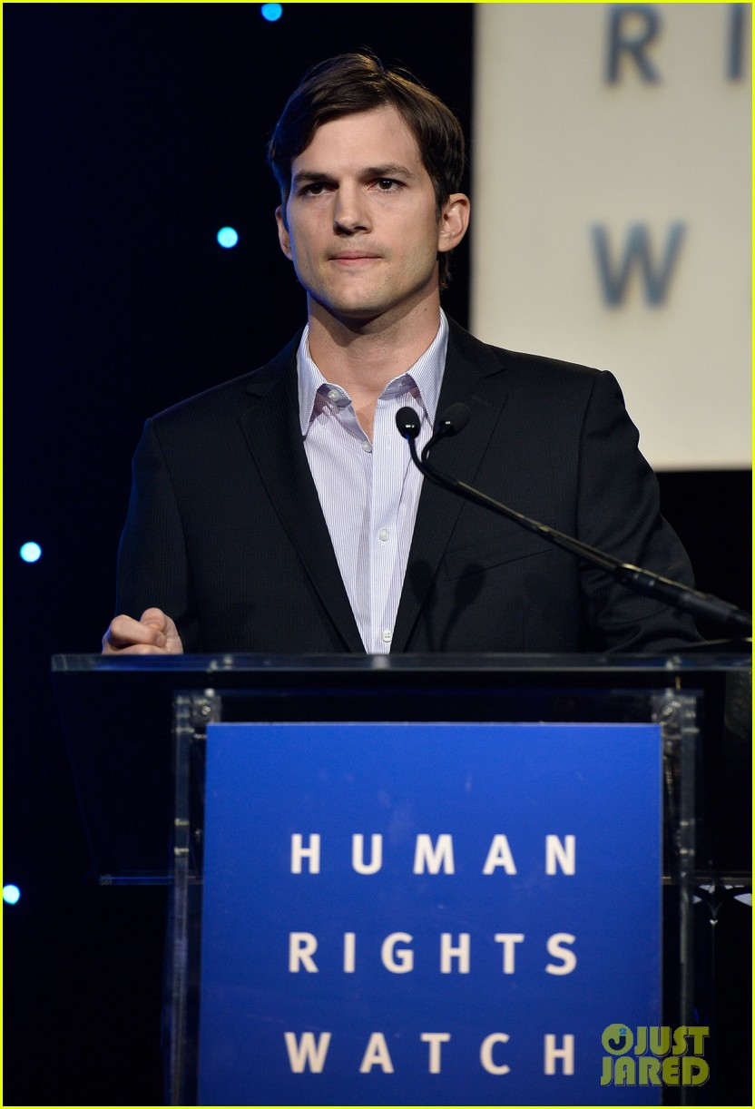 ashton kutcher speaks at human rights watch dinner 132991431