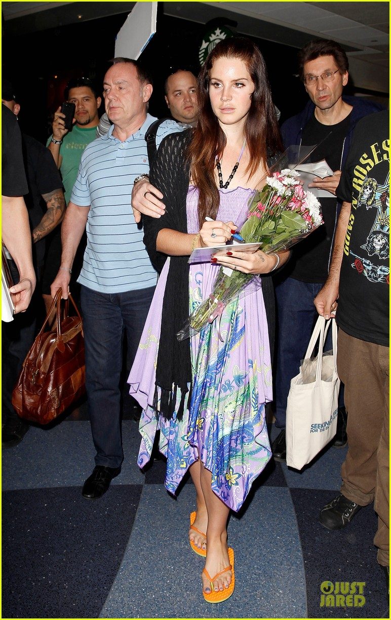 lana del rey receives flowers at lax airport 012994208