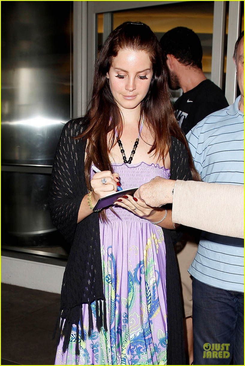 lana del rey receives flowers at lax airport 022994209