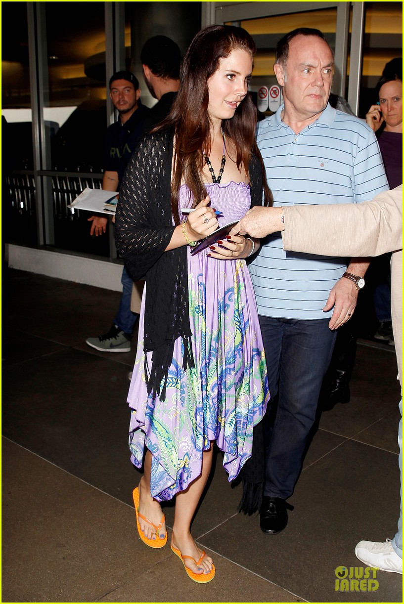 lana del rey receives flowers at lax airport 052994212