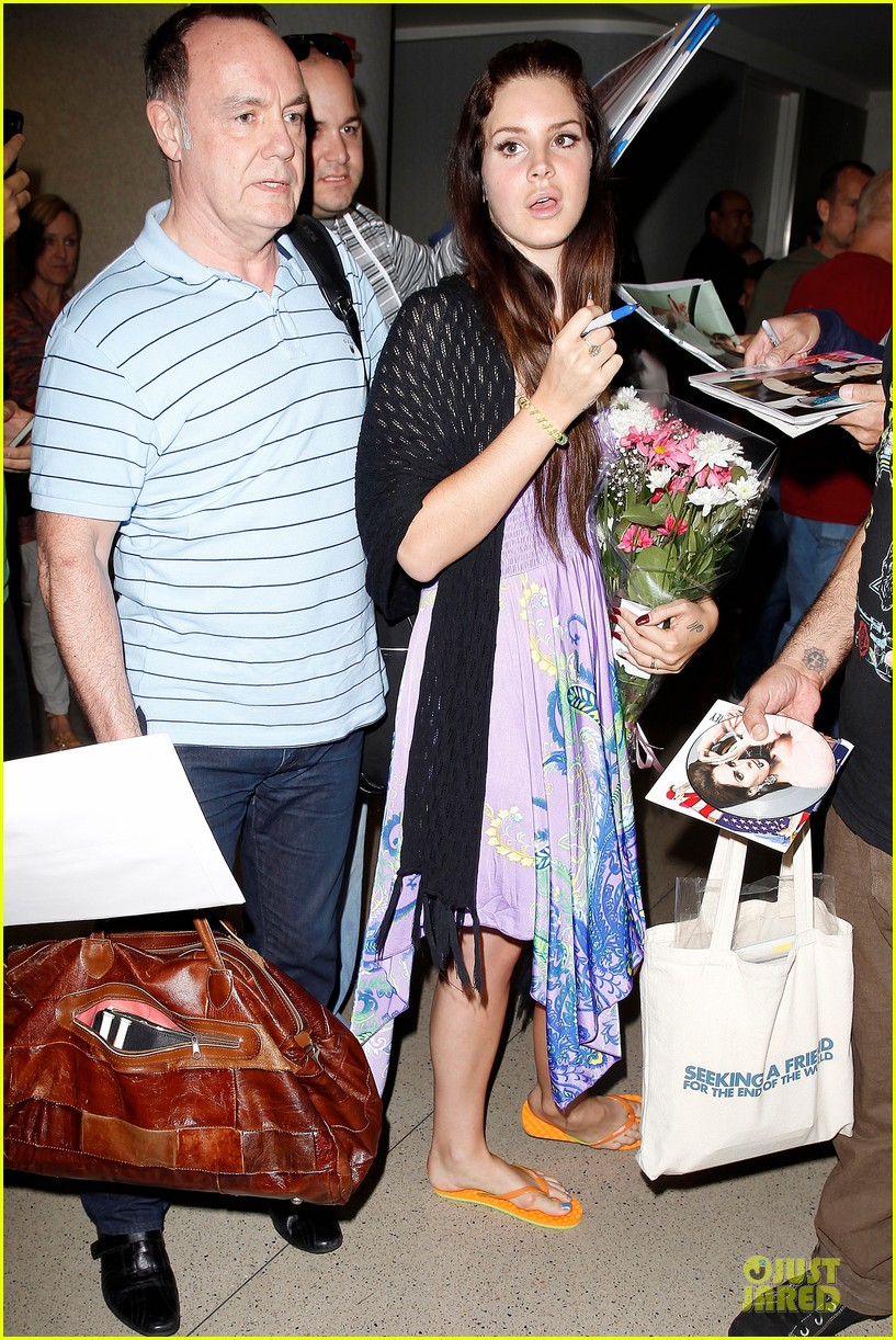 lana del rey receives flowers at lax airport 062994213
