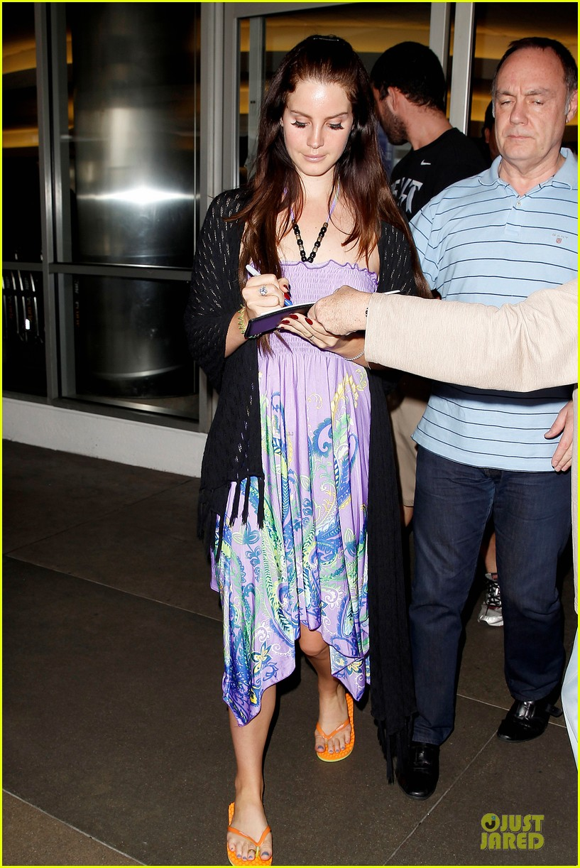 lana del rey receives flowers at lax airport 072994214