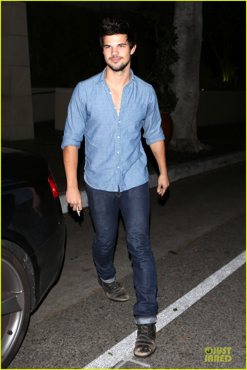taylor lautner marie avgeropoulos lermitage dinner date 032998294