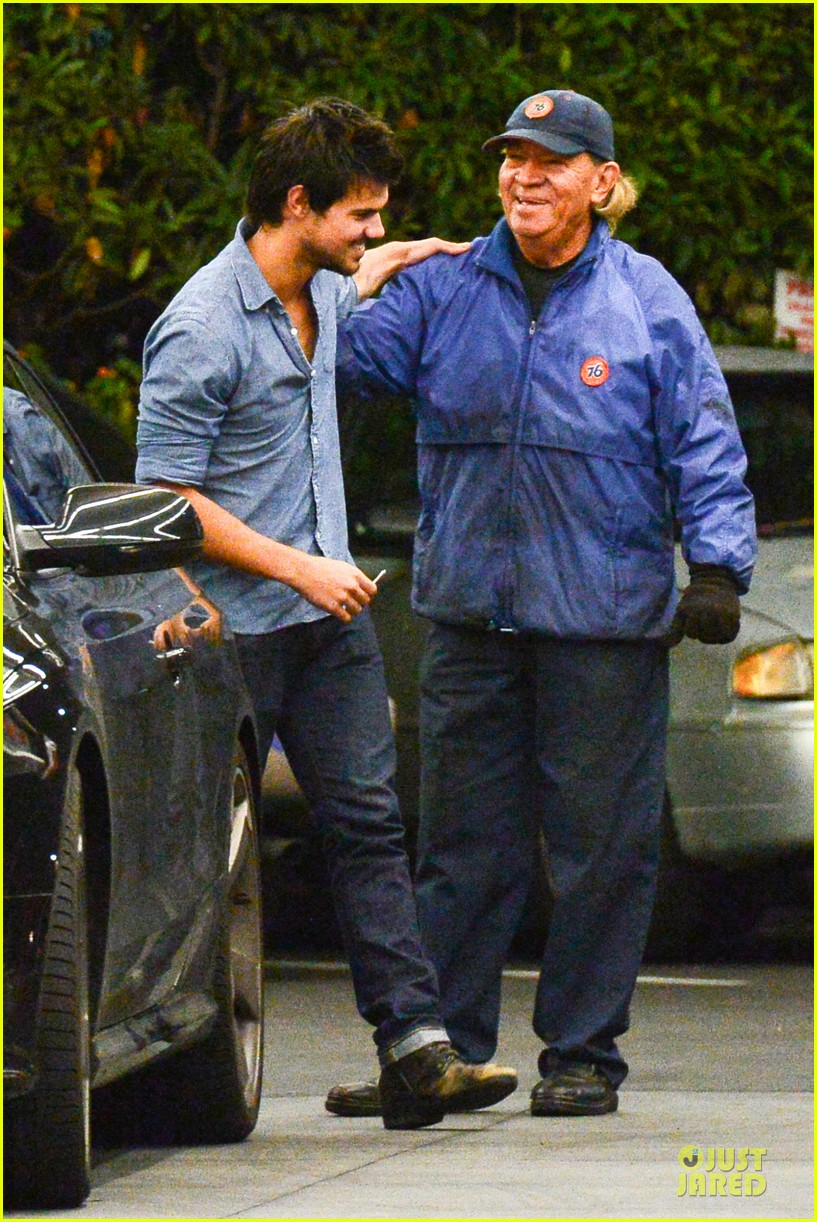taylor lautner marie avgeropoulos lermitage dinner date 052998296