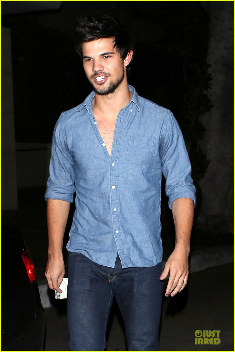 taylor lautner marie avgeropoulos lermitage dinner date 082998299