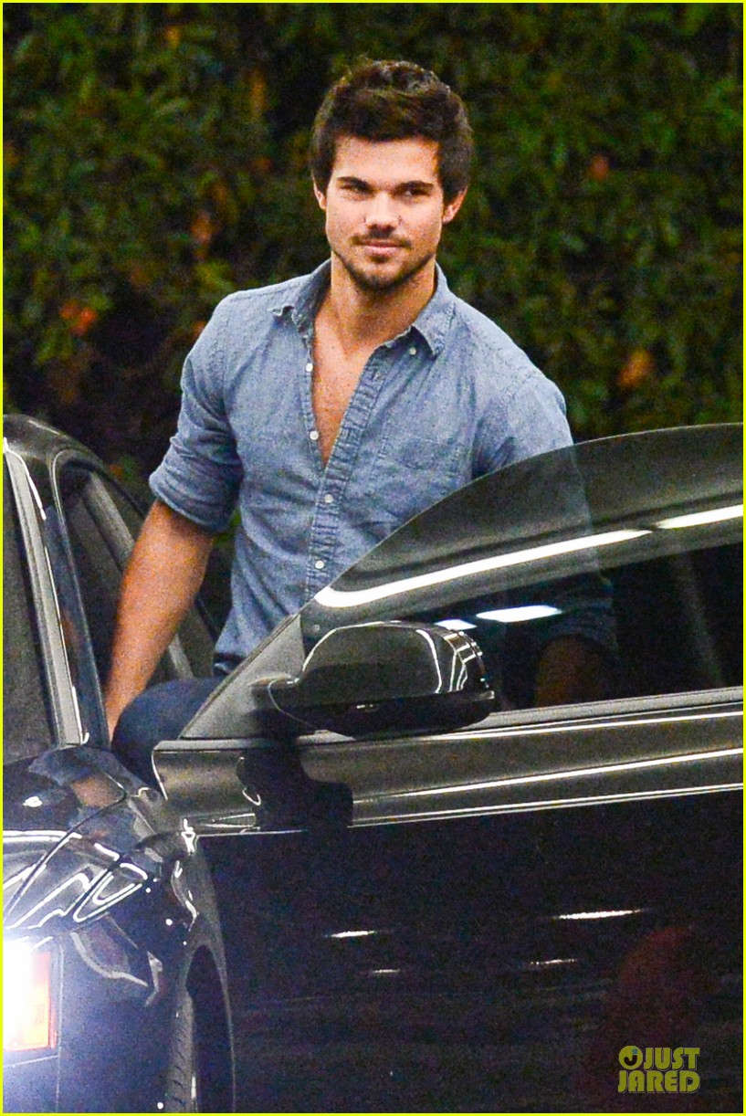 taylor lautner marie avgeropoulos lermitage dinner date 132998304