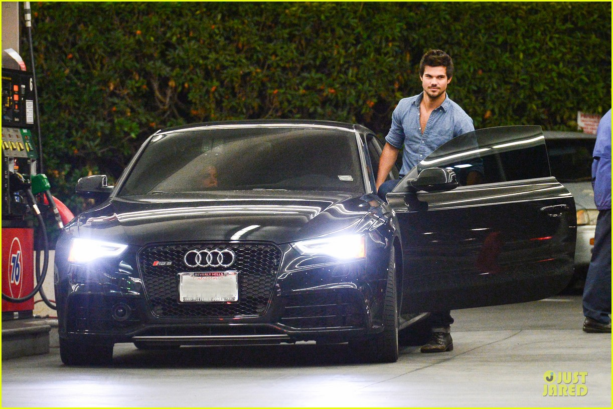 taylor lautner marie avgeropoulos lermitage dinner date 142998305