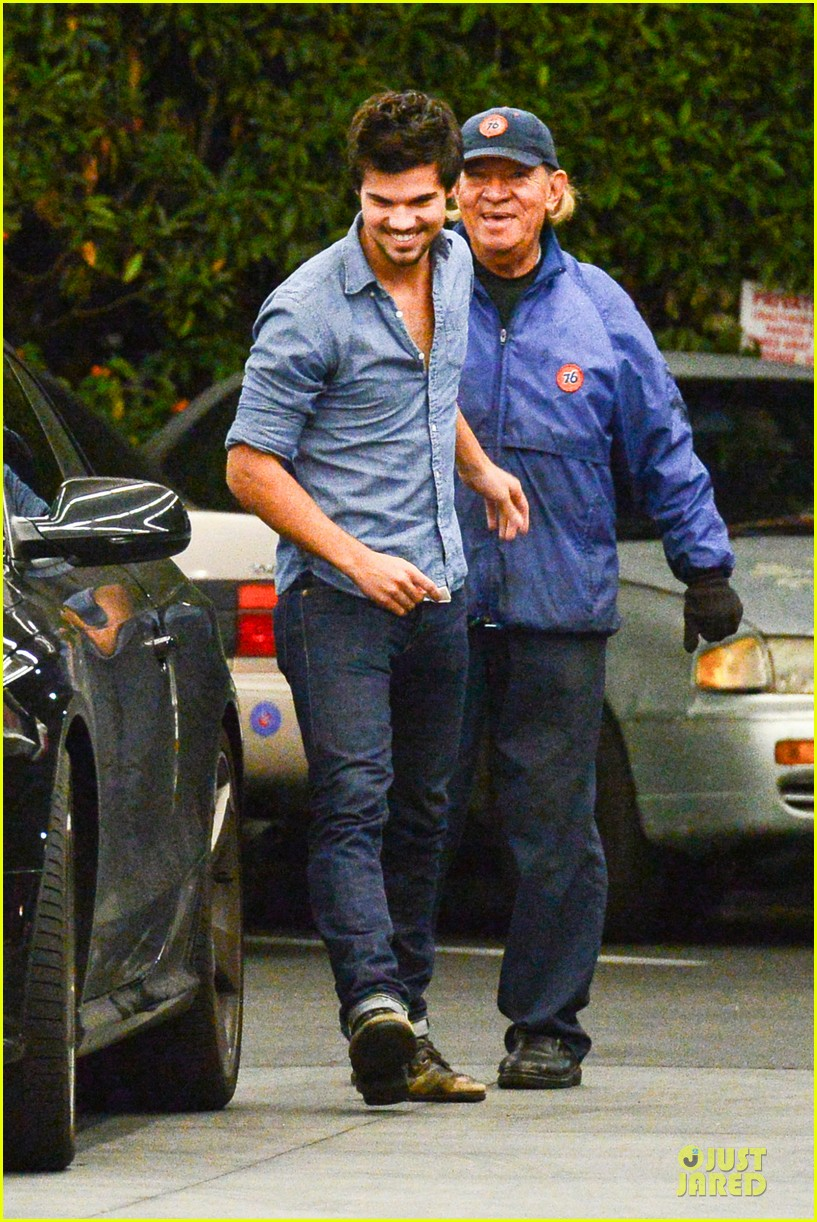 taylor lautner marie avgeropoulos lermitage dinner date 152998306