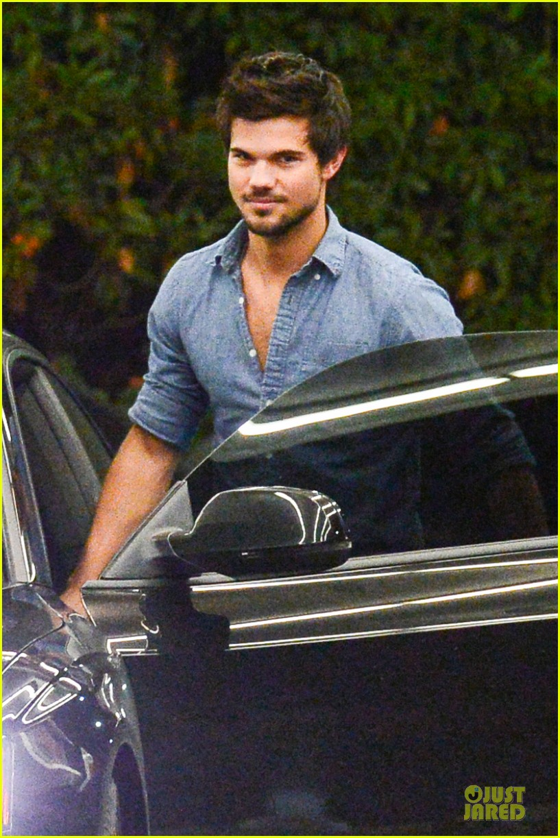 taylor lautner marie avgeropoulos lermitage dinner date 162998307