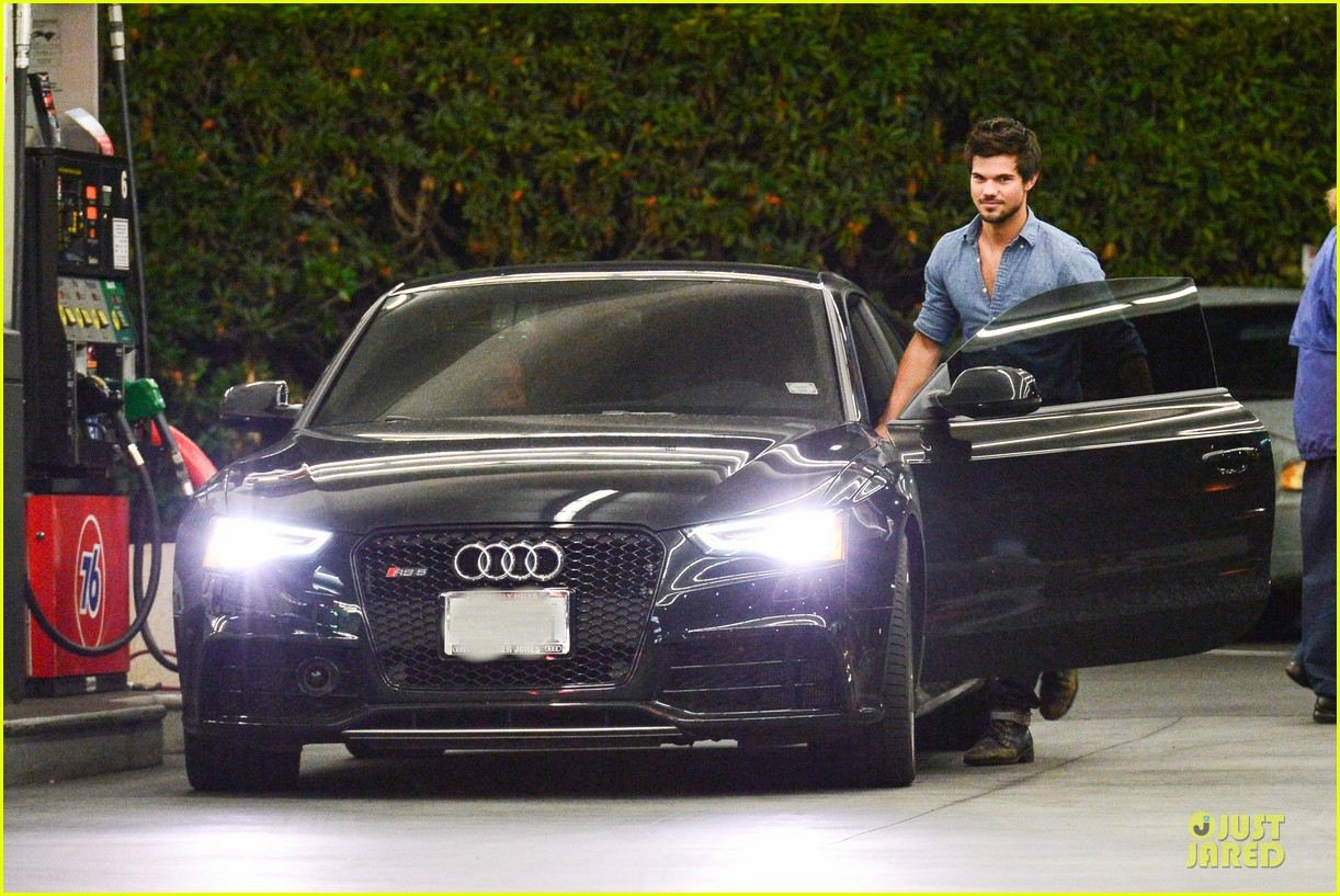 taylor lautner marie avgeropoulos lermitage dinner date 172998308