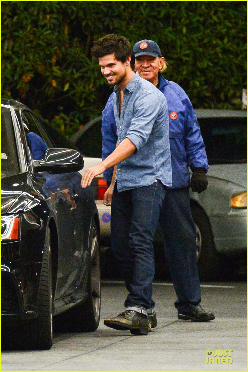 taylor lautner marie avgeropoulos lermitage dinner date 192998310