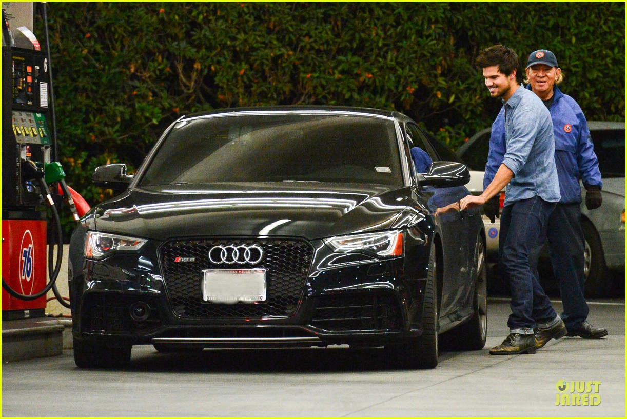 taylor lautner marie avgeropoulos lermitage dinner date 222998313