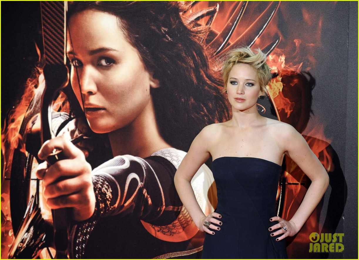 jennifer lawrence josh hutcherson catching fire madrid premiere 152991918