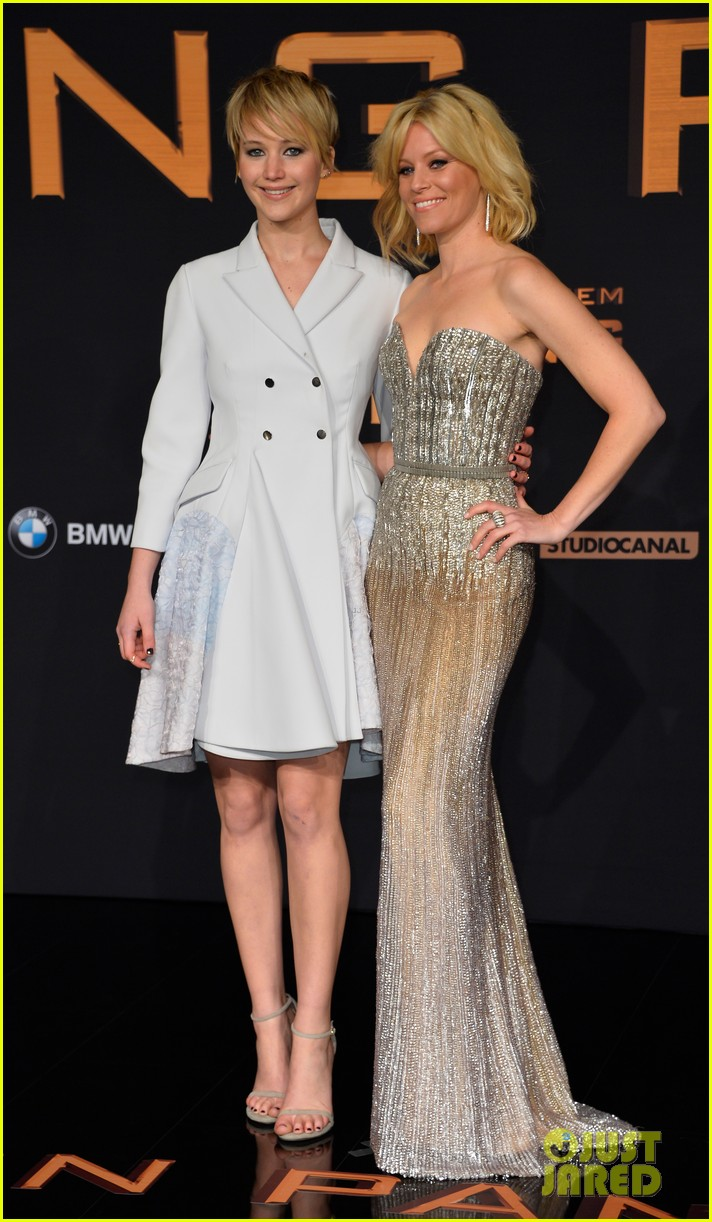 jennifer lawrence liam hemsworth hunger games catching fire germany premiere 012991084
