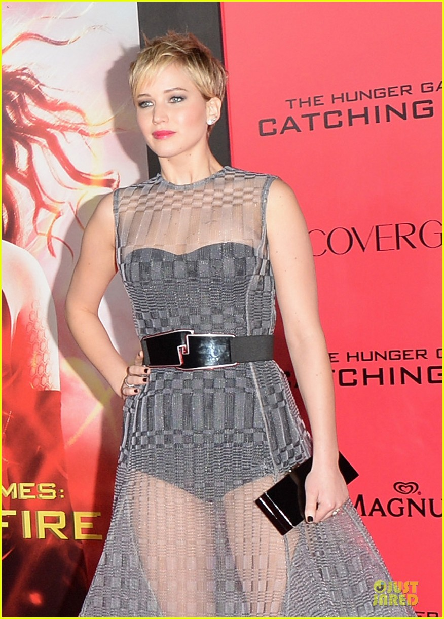 jennifer lawrence catching fire la premiere 04