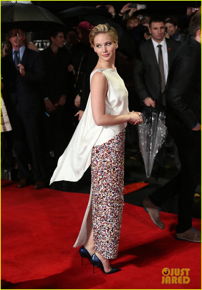 jennifer larence catching fire london premiere red carpet 012990440