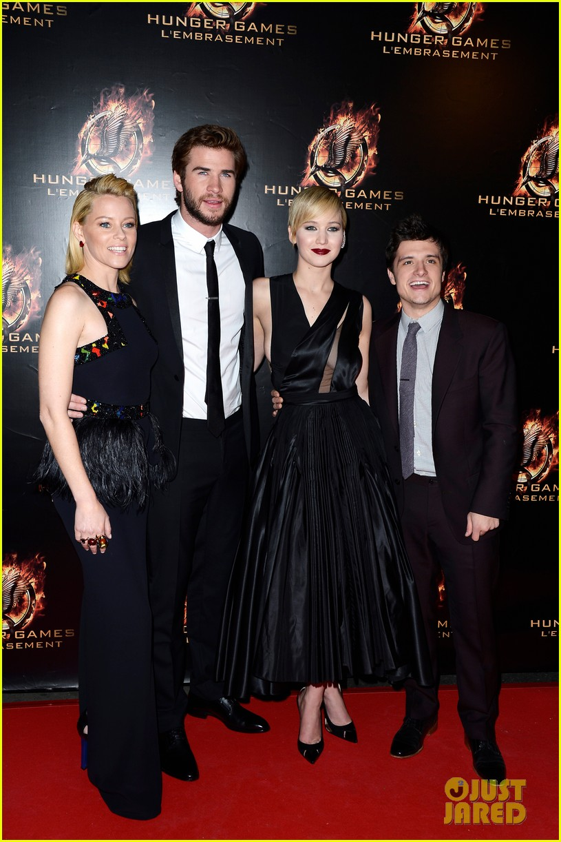 jennifer lawrence liam hemsworth catching fire paris premiere 032993483