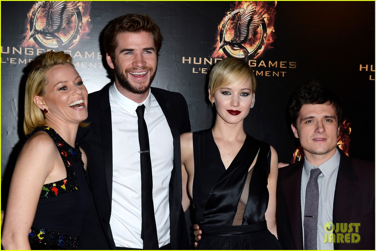jennifer lawrence liam hemsworth catching fire paris premiere 112993491