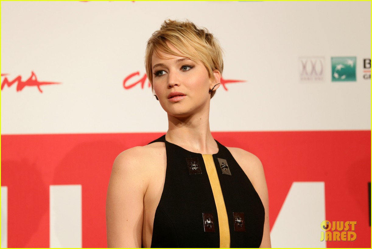 jennifer lawrence liam hemsworth catching fire rome photo call 06