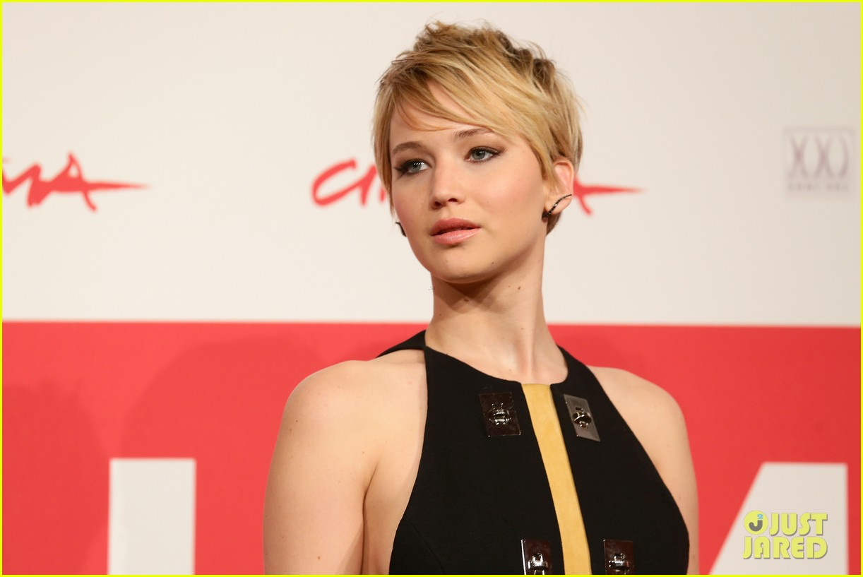 jennifer lawrence liam hemsworth catching fire rome photo call 172992613