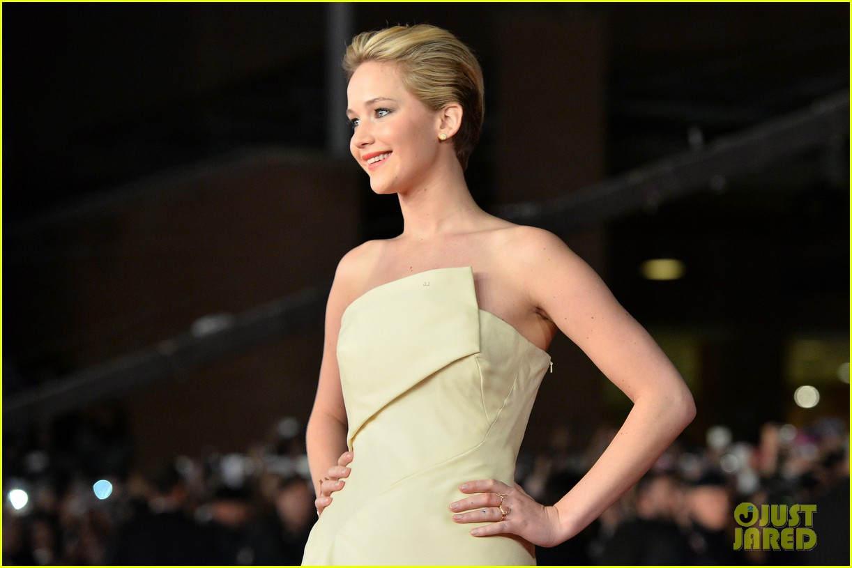 jennifer lawrence josh hutcherson catching fire rome premiere 022992719