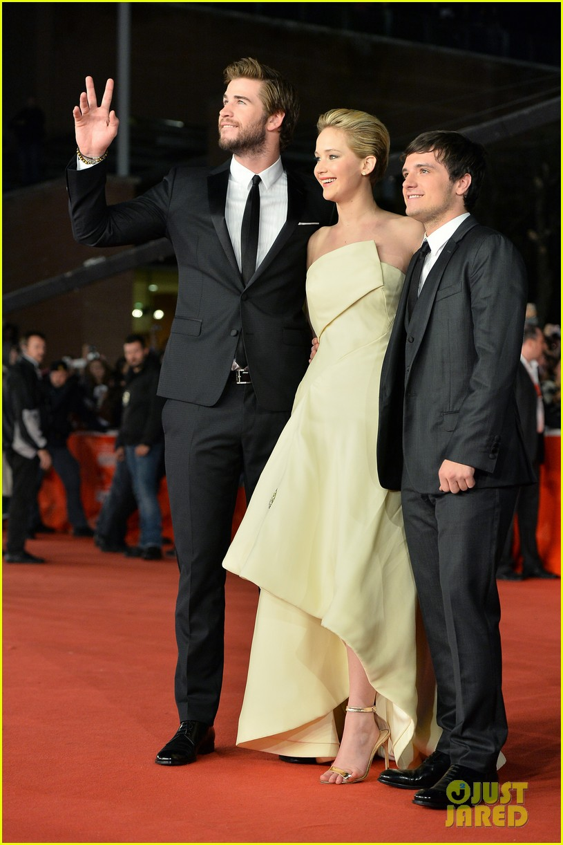 jennifer lawrence josh hutcherson catching fire rome premiere 05