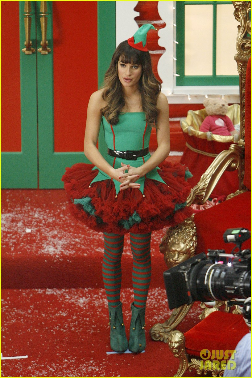 lea michele naya rivera santas sexy little helpers 04
