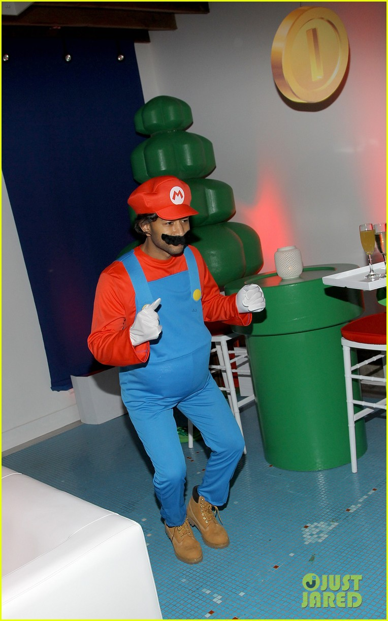 john legend chrissy teigen super mario bros birthday party 09