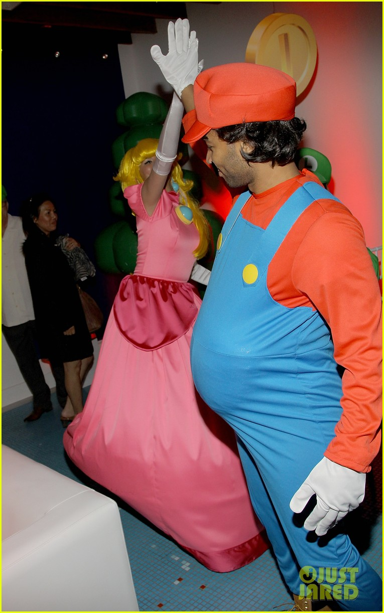 john legend chrissy teigen super mario bros birthday party 193001426