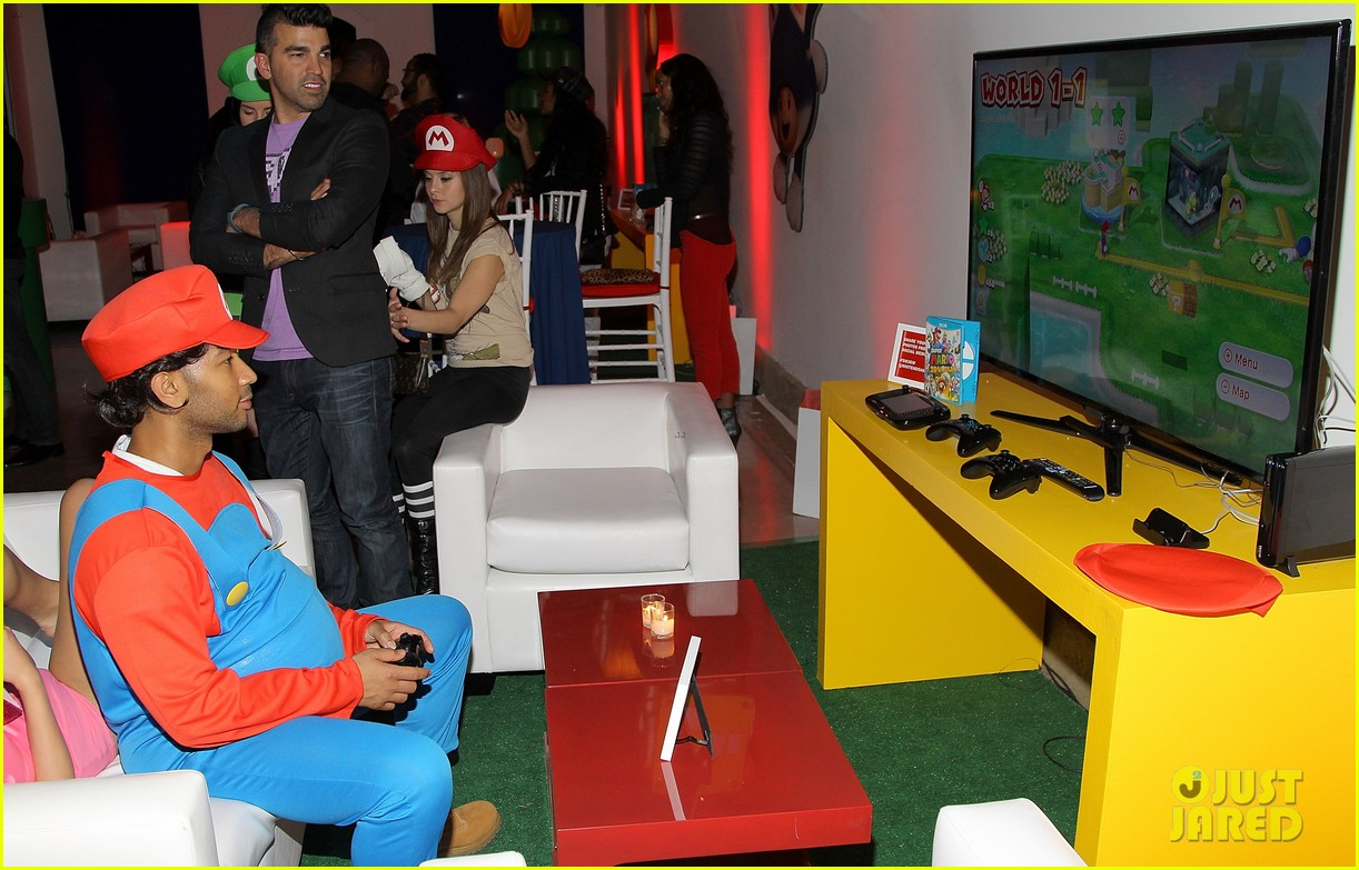 john legend chrissy teigen super mario bros birthday party 20