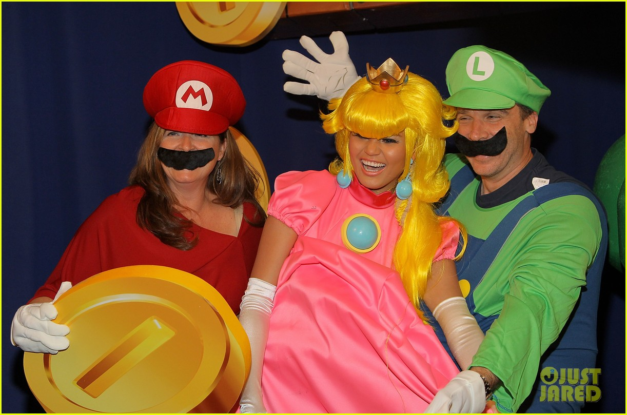 john legend chrissy teigen super mario bros birthday party 253001432