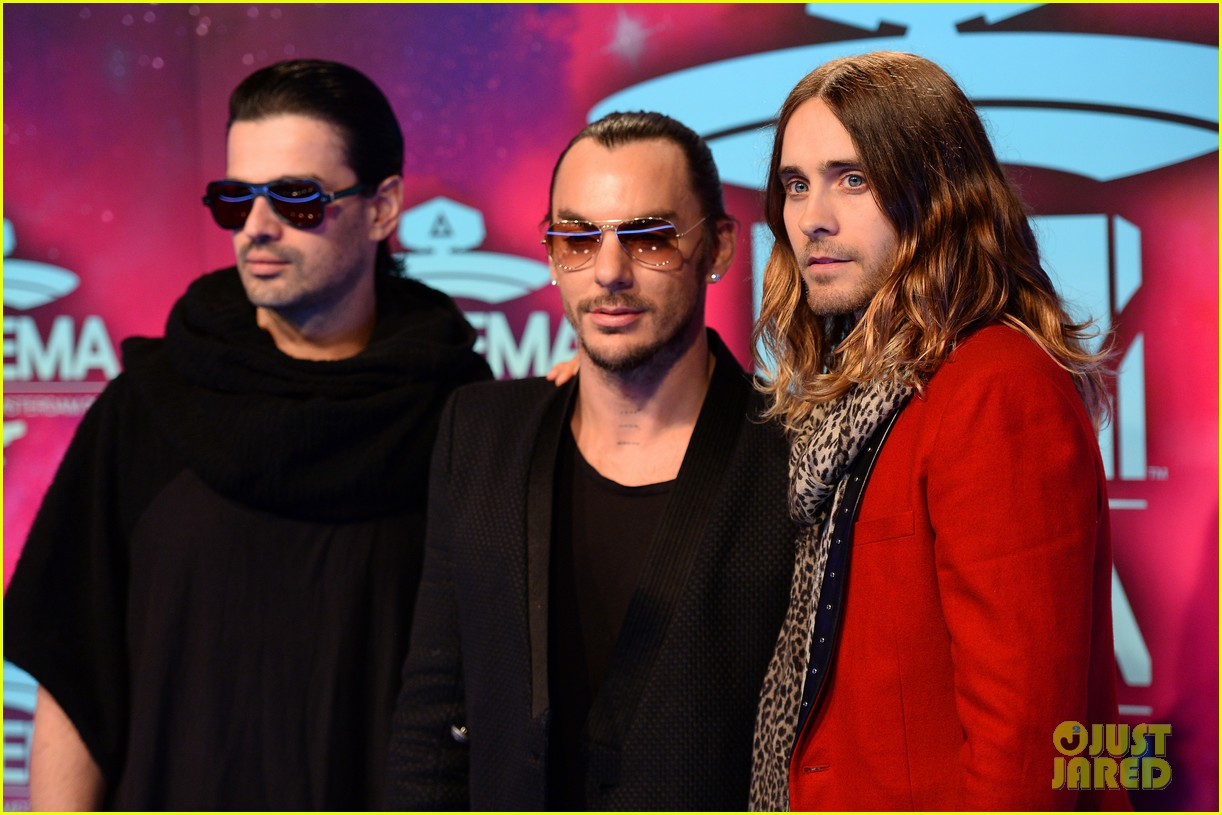 jared leto 30 seconds to mars mtv ema 2013 red carpet 012989840