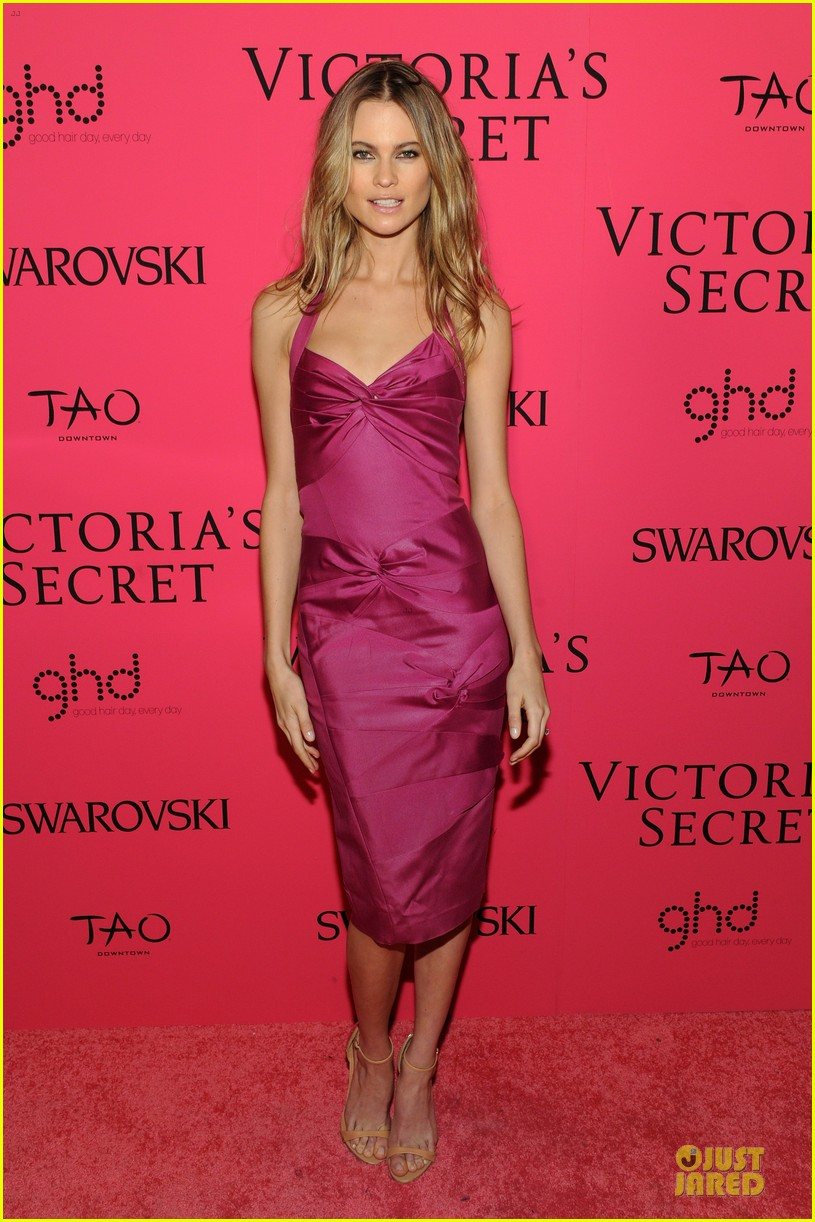 adam levine supports behati prinsloo at victorias secret fahsion show 2013 082992409