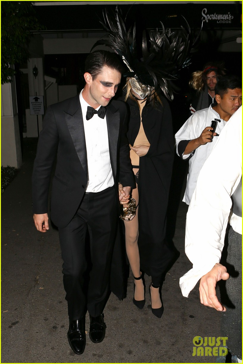 adam levine behati hold hands after hosting halloween party 07