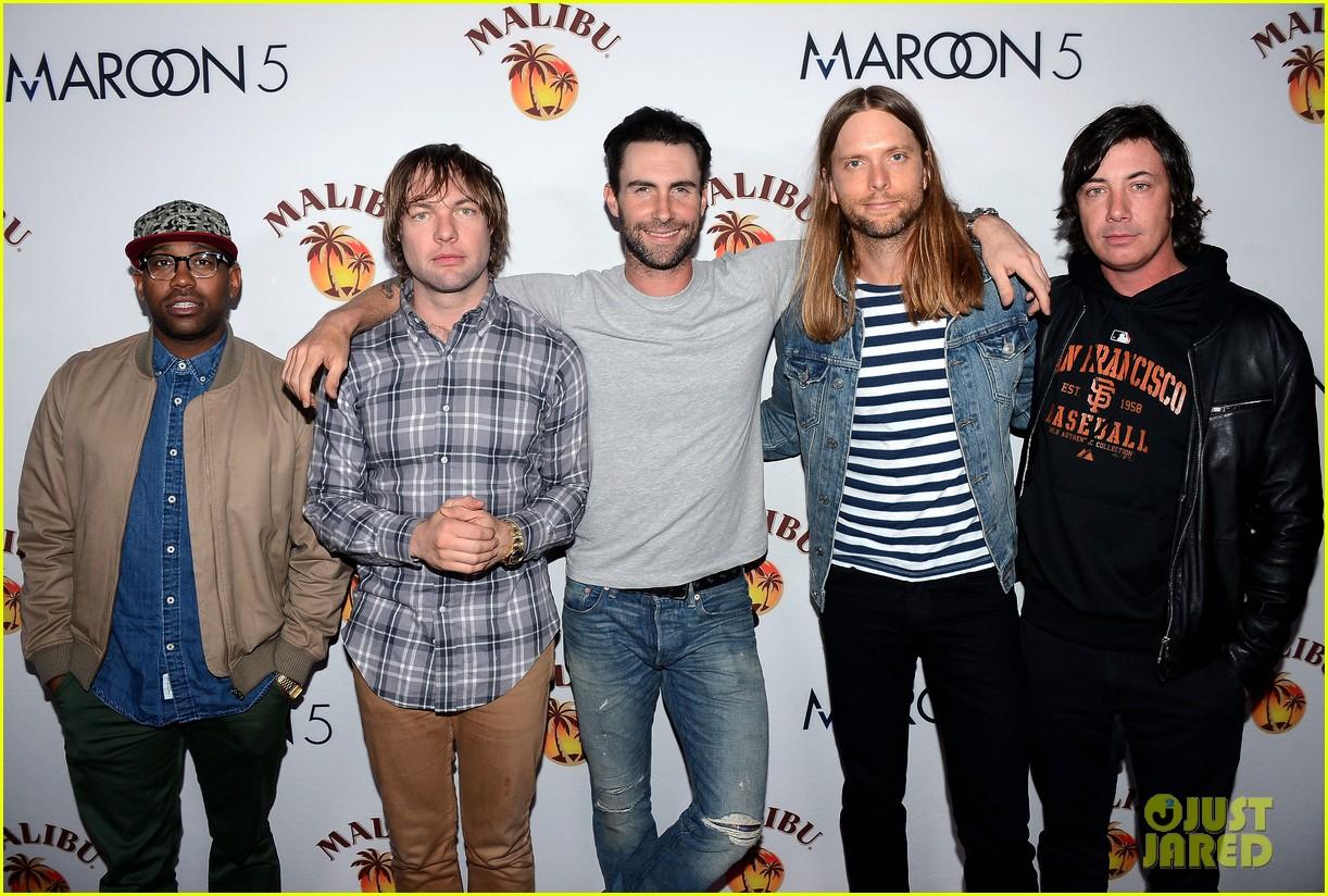 adam levine maroon 5 malibu island spiced rock concert 012995370