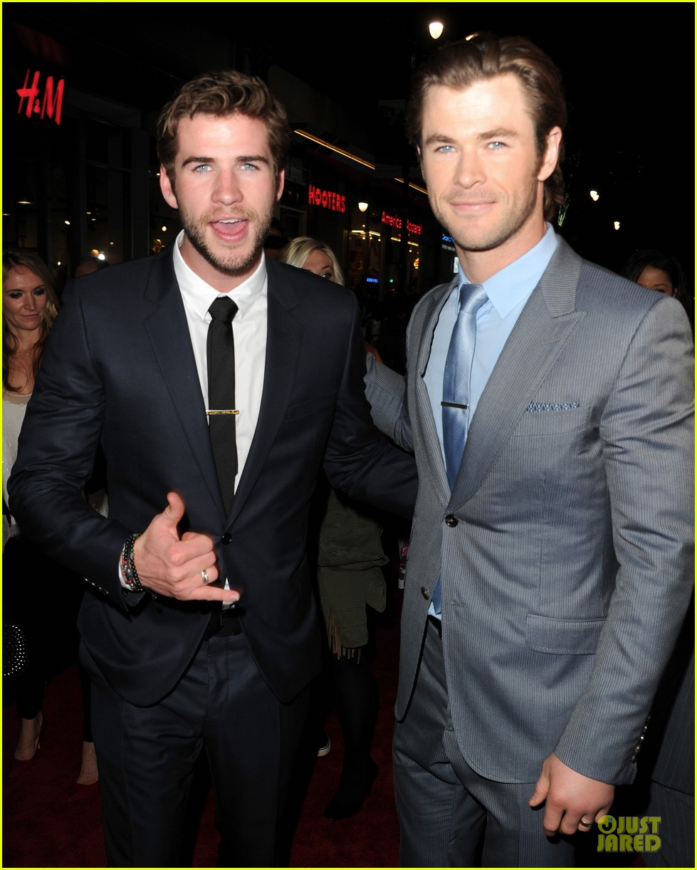 liam hemsworth supports bro chris at thor hollywood premiere 022986246