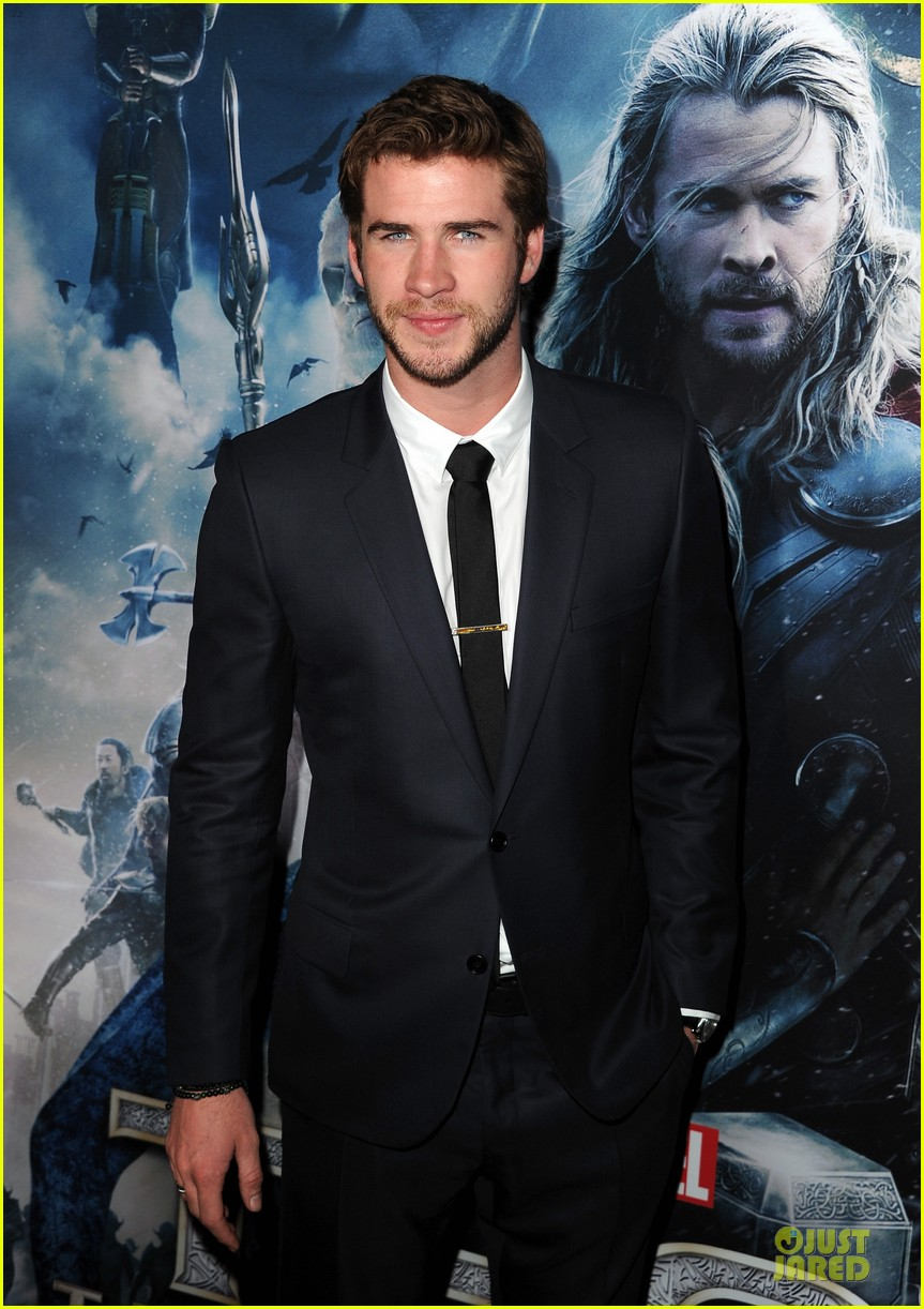 liam hemsworth supports bro chris at thor hollywood premiere 032986247