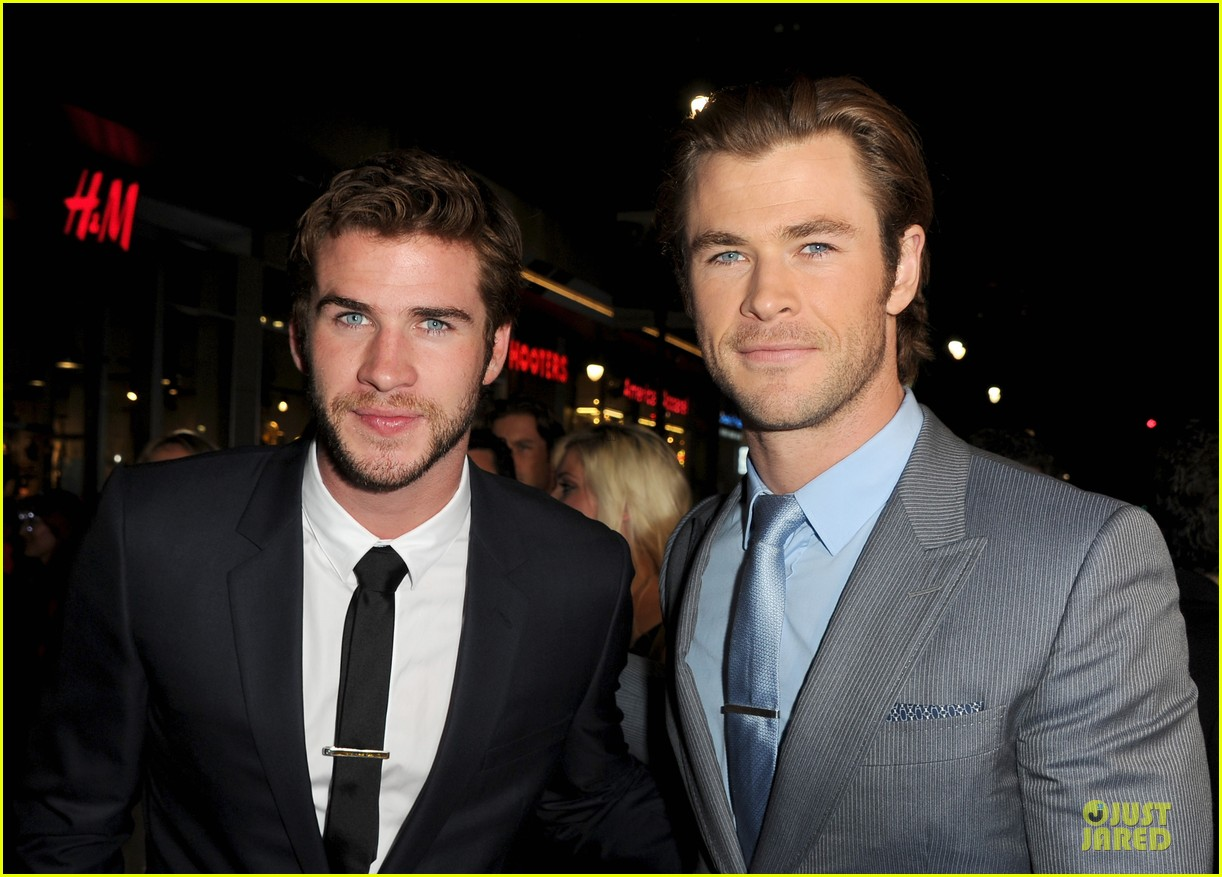 liam hemsworth supports bro chris at thor hollywood premiere 042986248