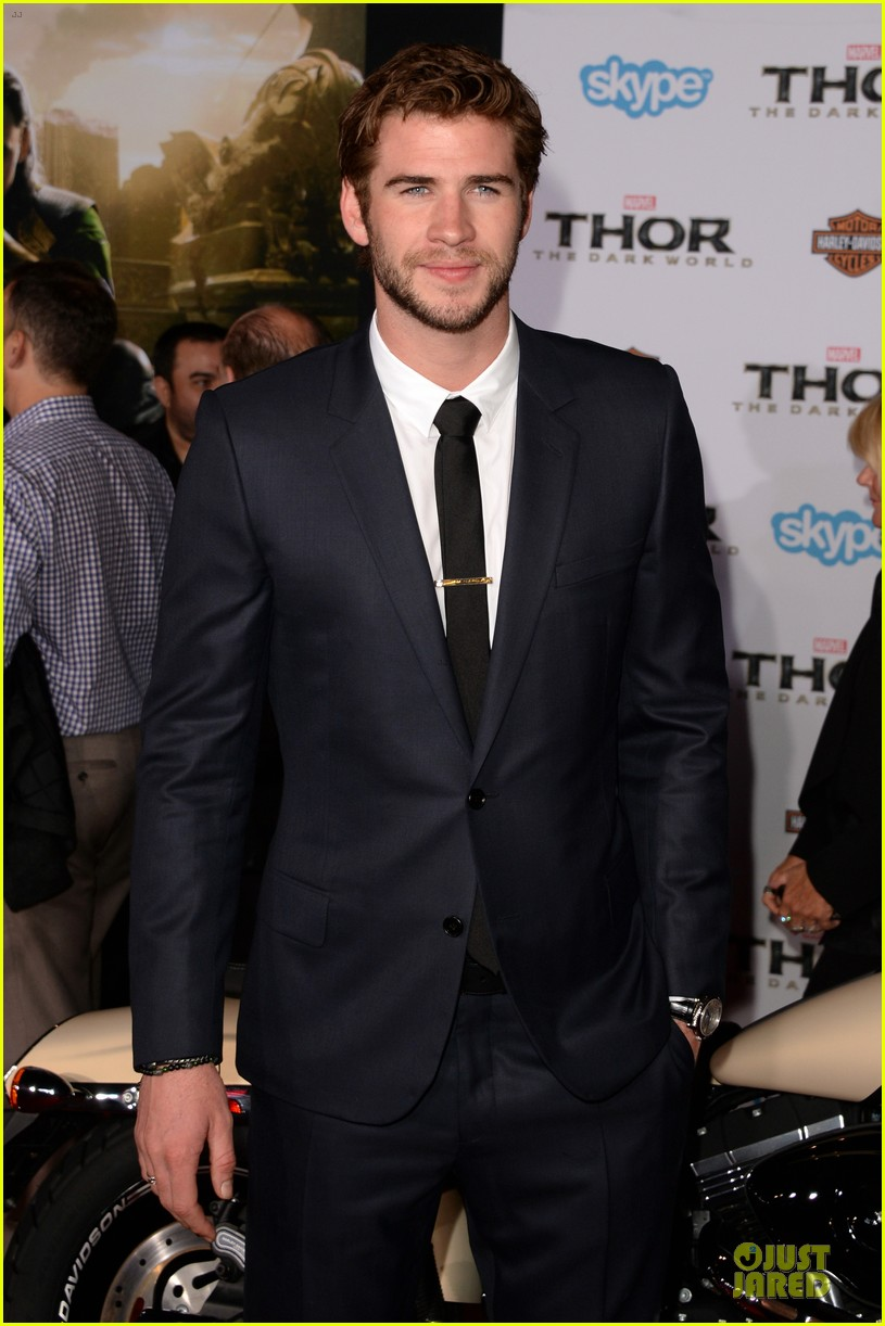 liam hemsworth supports bro chris at thor hollywood premiere 052986249