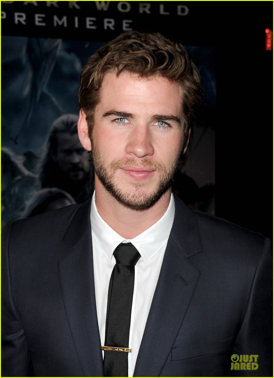 liam hemsworth supports bro chris at thor hollywood premiere 072986251