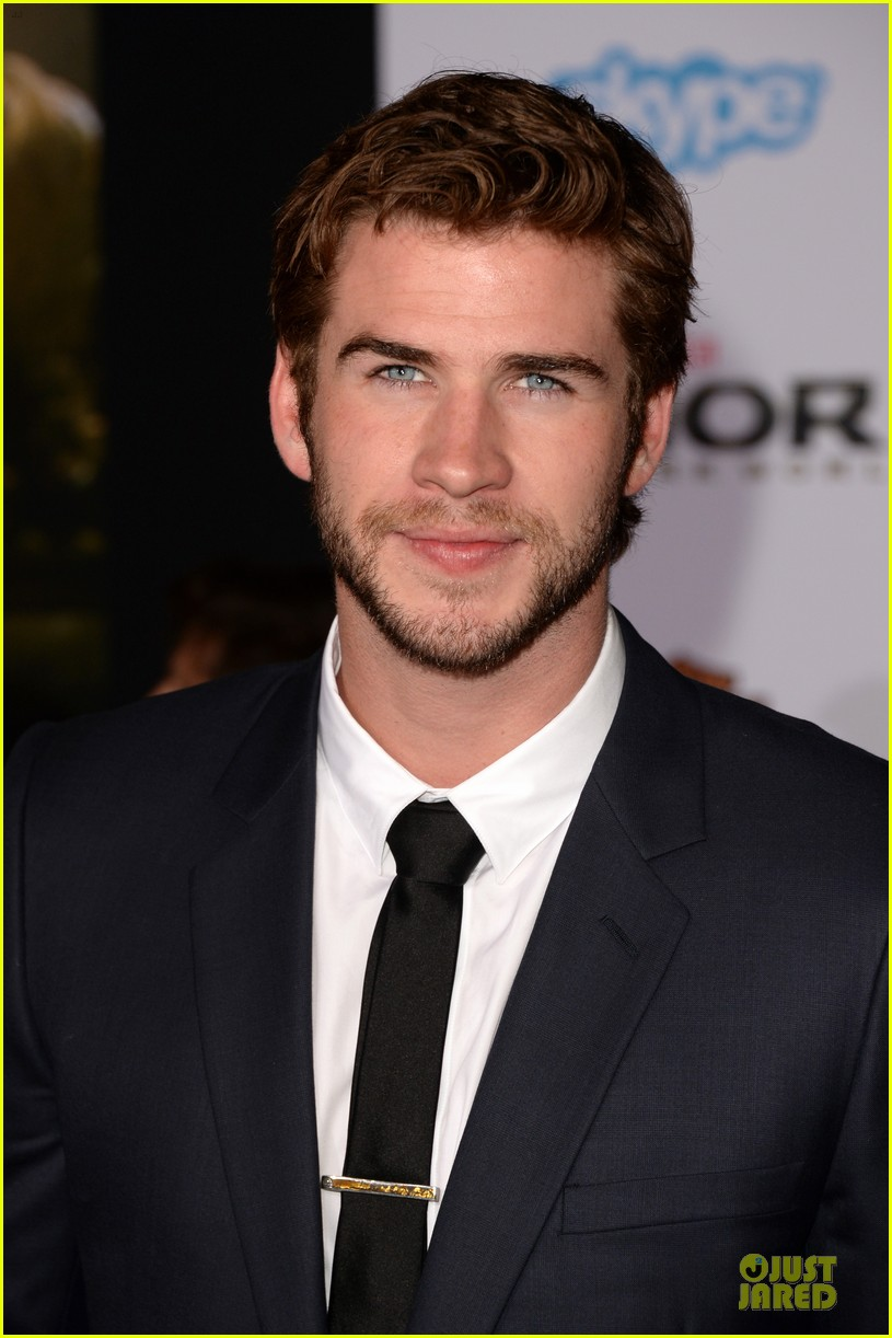 liam hemsworth supports bro chris at thor hollywood premiere 122986256