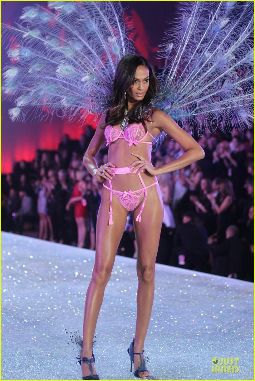 6fe34541d82 Adriana Lima   Lily Aldridge - Victoria s Secret Fashion Show 2013 ...