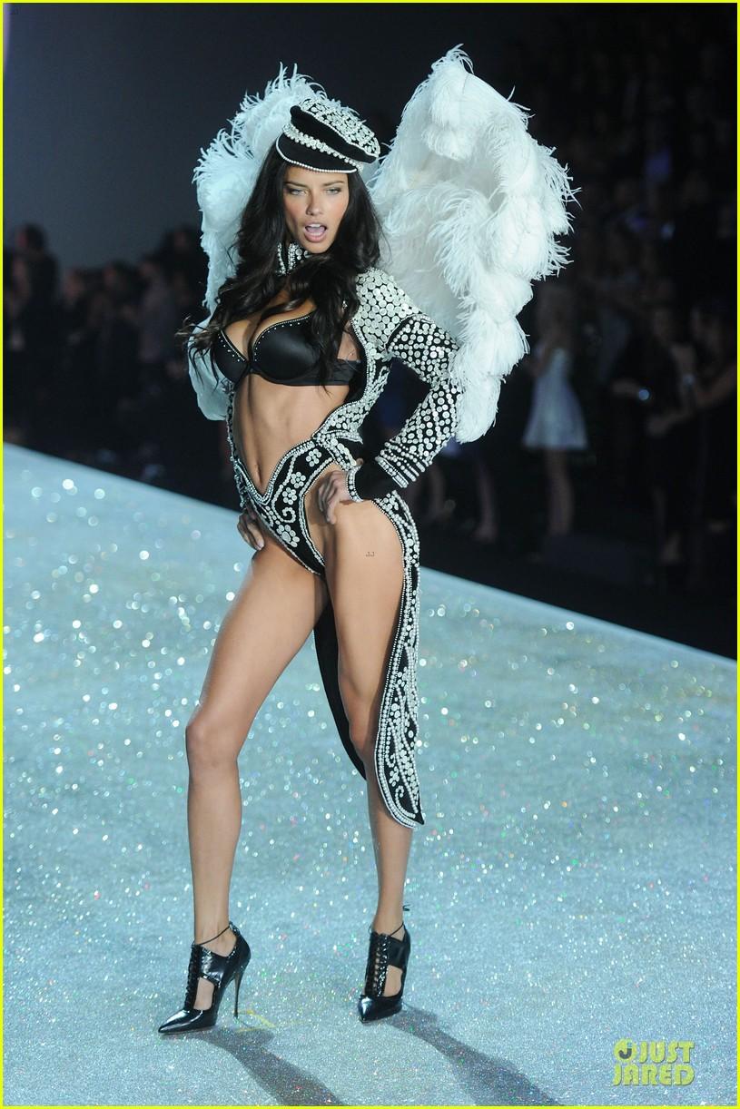 adriana lima lily aldridge victorias secret fashion show 2013 102992214