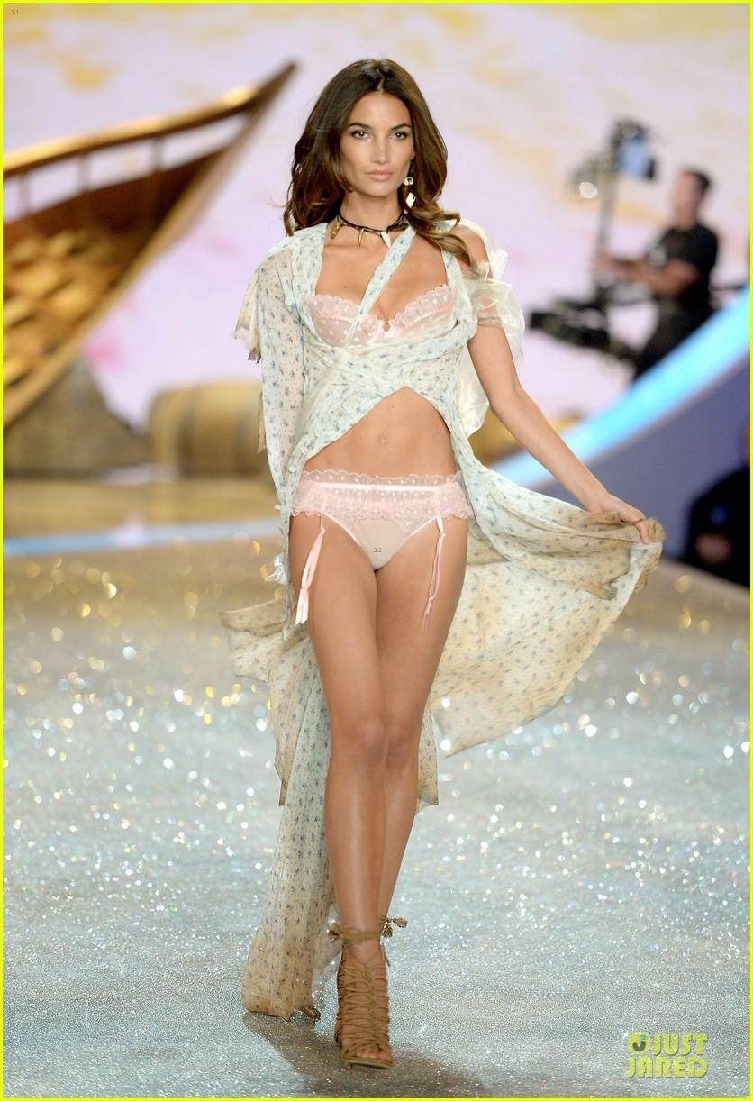 adriana lima lily aldridge victorias secret fashion show 2013 152992219